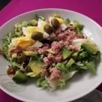 Sałatka z awokado, jajkiem i tuńczykiem