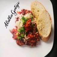 Pikantna wieprzowina z fasolą i pomidorami