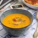 Zupa marchewkowa z mleczkiem kokosowym i kurczakiem