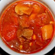 Zupa gulaszowa z wołowiną i pieczarkami, przepis rodzinny
