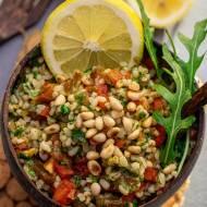 Sałatka Tabbouleh z dodatkami – pomysł na pożywny lunch