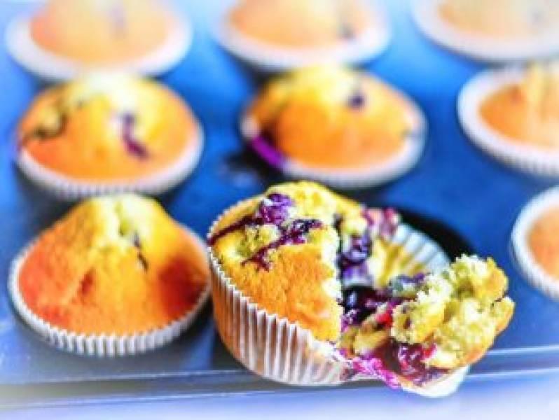 Proste muffinki z jagodami