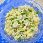 Sałatka z pieczarkami, ogórkiem kiszonym, kukurydzą i jajkiem + film