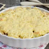 Obiadowa zapiekanka z ziemniaków, cebuli i pieczarek