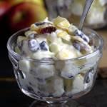 Owocowa sałatka Łasucha – jabłka z serkiem oraz bakaliami