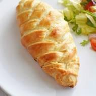 Filet z kurczaka zapiekany w cieście francuskim