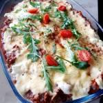 Zapiekanka makaronowa z mięsem mielonym i sosem serowym