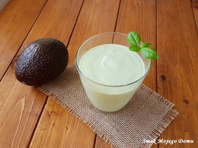 Jogurtowy koktajl z awokado i kardamonem