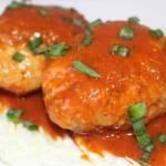 Gołąbki bez zawijania z kapustą pekińską w sosie pomidorowym
