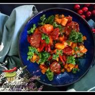 Sałatka z dyni, pomidorów i oliwek