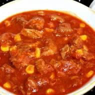 Gulasz z indyka z kukurydzą i sosem pomidorowym