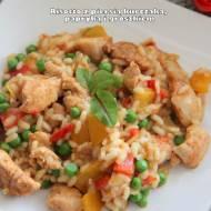 Risotto z piersią kurczaka, papryką i groszkiem