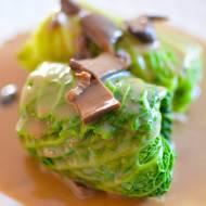 Gołąbki z kaszą gryczaną i borowikami z sosem grzybowym