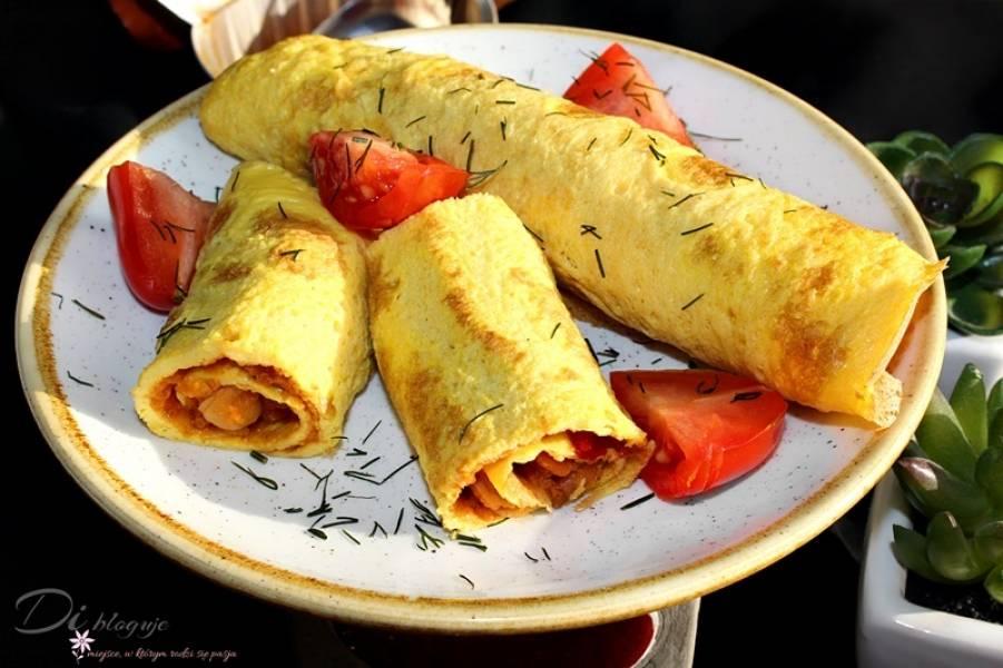 Roladki jajeczne/omletowe z sałatką