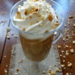 Kawa orzechowa z miodem i bitą śmietaną