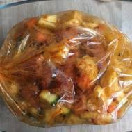 Pieczona karkówka z warzywami w rękawie