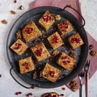 Orkiszowe ciasto razowe z sezamem i orzechami