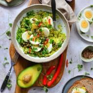 Sałatka z awokado, jajkami i kaparami! Idealna na śniadanie, do pracy czy lunch!
