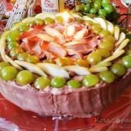 Tort gruszkowy z bitą śmietaną, waniliową i kakaową