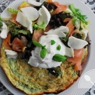 Brokułowy omlet z łososiem i mozarellą