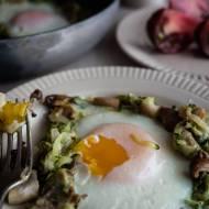 Jajka sadzone w grzybach