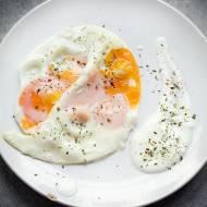 Jajka na parze z sosem chrzanowym