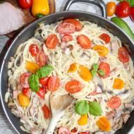 Spaghetti z polędwicą wiejską i pomidorkami