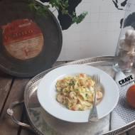 Tagliatelle z krewetkami i pomarańczą w sosie z białego wina