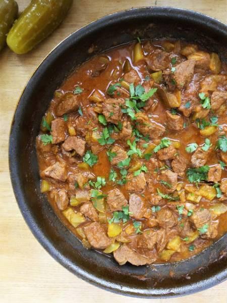 Prosty gulasz wołowy z ogórkami / Simple Beef Stew with Polish Pickles