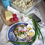 Kolorowa sałatka makaronowa z jajkiem i suszonymi pomidorami