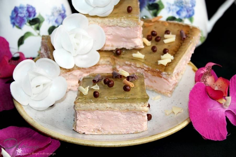Proste ciasto bez pieczenia z kremem i galaretką (tylko 4 składniki!)