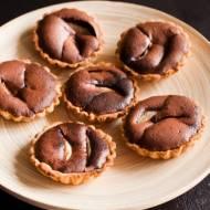 Babeczki z gruszkami w kremie czekoladowym