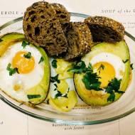 Śniadanie: Jajka pieczone w awokado