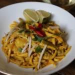 Makaron jajeczny z krewetkami i sosem curry