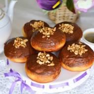 Pączki z czekoladą i orzechową nutą