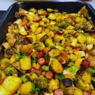 Przepis dnia: Zapiekanka z ziemniakami i kiełbaskami