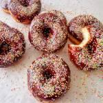 Donuts - amerykańskie pączki z czekoladowym lukrem