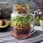 Sałatka ze słoika - pomysł na lunch do pracy
