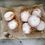 Tradycyjne pączki z marmoladą