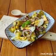 Sałatka ziemniaczana z jajkiem, cebulą i korniszonami