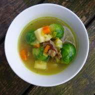 Pyszna zupa z brukselki na żółądkach drobiowych