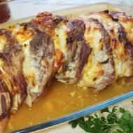 Karkówka pieczona w plastrach z cebulą i majonezem