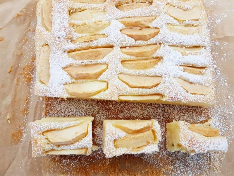 Łatwe ciasto z owocami i słodką śmietanką