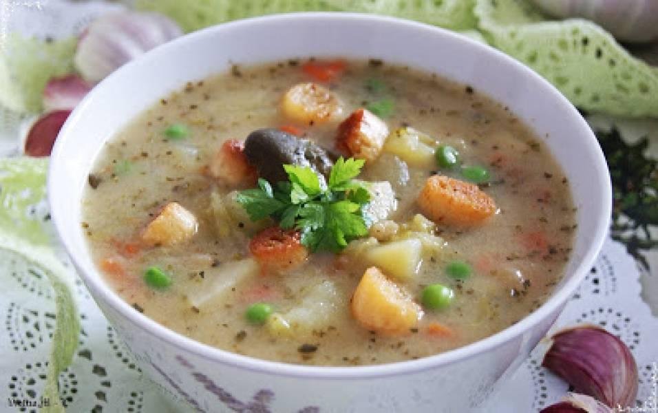 Najlepsza zupa czyli zupa z kiszonych ogórasów z dodatkiem zielonego groszku