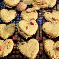 Ciasteczka z płatków owsianych z masłem orzechowym i bakaliami (bez mąki i cukru)