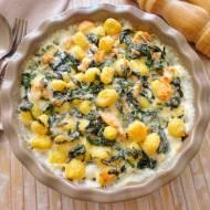 Gnocchi zapiekane ze szpinakiem, wędzonym łososiem i beszamelem (Gratin di gnocchi con spinaci e salmone affumicato)