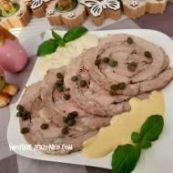 Wielkanocna szynka z białą kiełbasą i sosem chrzanowym
