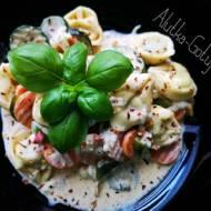 Tortellini z warzywami w sosie serowym