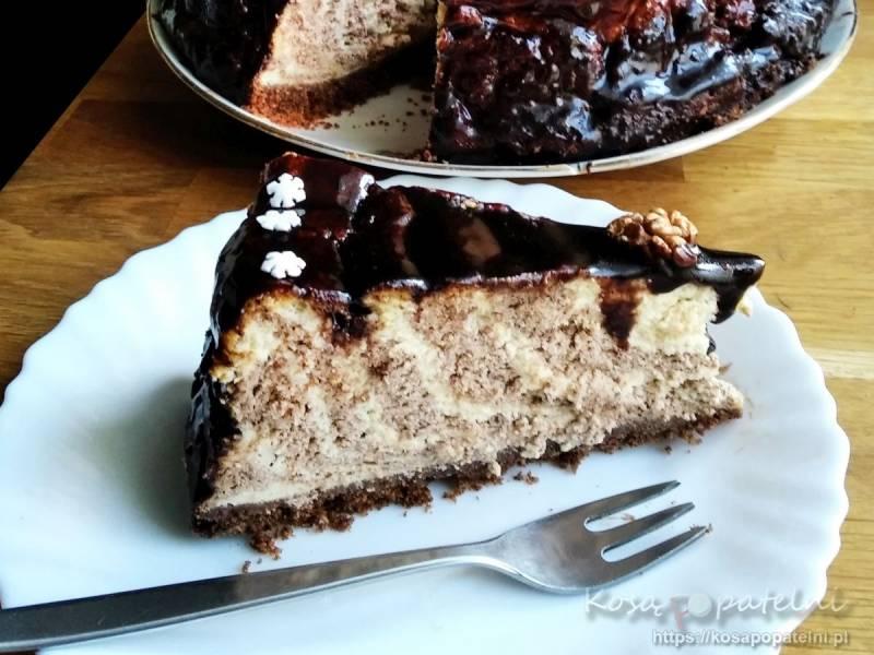 Sernik czekoladowy z chałwą w stylu zebra