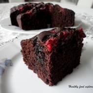 Proste fit ciasto czekoladowe z owocami